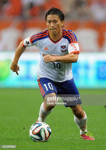 Atomu Tanaka of Albirex Niigata in action during the J League 2014 match between Urawa Red Diamonds and Albirex Niigata at Saitama Stadium on July 19...