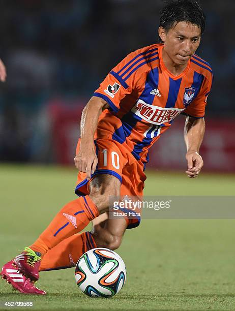 Atomu Tanaka of Albirex Niigata in action during the J League match between Kawasaki Frontale and Albirex Niigata at Todoroki Stadium on July 27 2014...