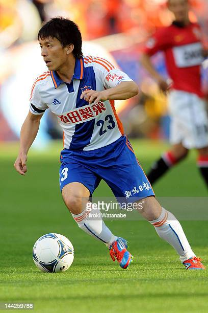 Atomu Tanaka of Albirex Niigata in action during the JLeague match between Urawa Red Diamonds and Albirex Niigata at Saitama Stadium on May 12 2012...