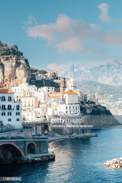atrani, amalfi coast, campania, sorrento, italy. - naples italie photos et images de collection