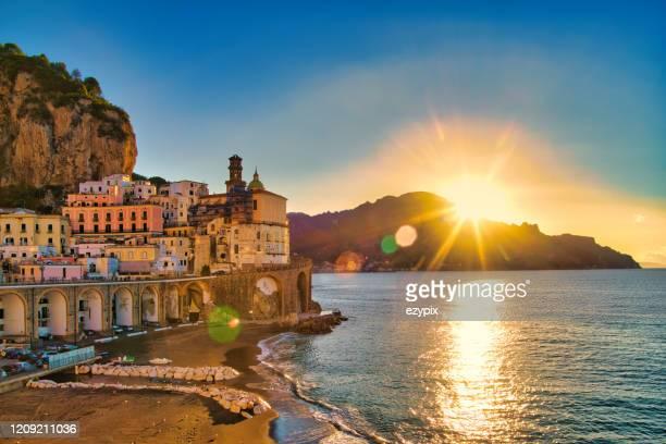 アトラニ - アマルフィ海岸 - イタリア - アドリア海 ストックフォトと画像