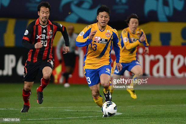Atsushi Yanagisawa of Vegalta Sendai controls the ball during the AFC Champions League Group E match between Vegalta Sendai and FC Seoul at Sendai...