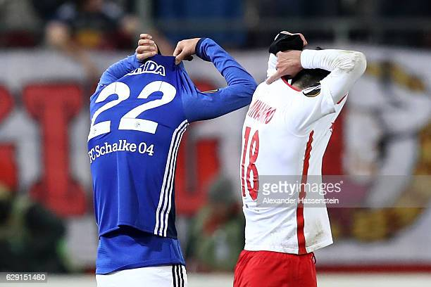 Atsuto Uchida of Schalke swaps shirts with Takumi Minamino of Salzburg at the end of the UEFA Europa League match between FC Salzburg and FC Schalke...