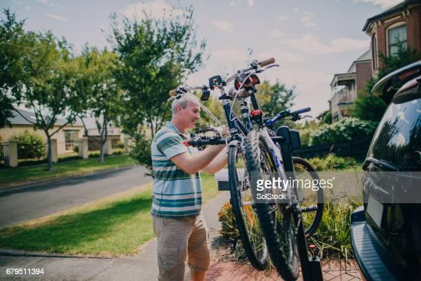 Ein Fahrradträger Fahrräder zuweisen