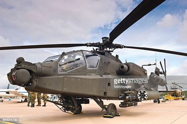 attack chopper with missiles - apache helicopter stock pictures, royalty-free photos & images