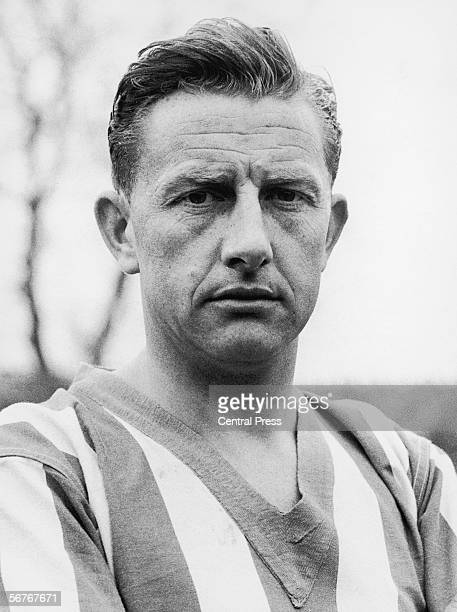 Attacking midfielder Redfern Froggatt, who plays for Sheffield Wednesday FC and England, 1959.