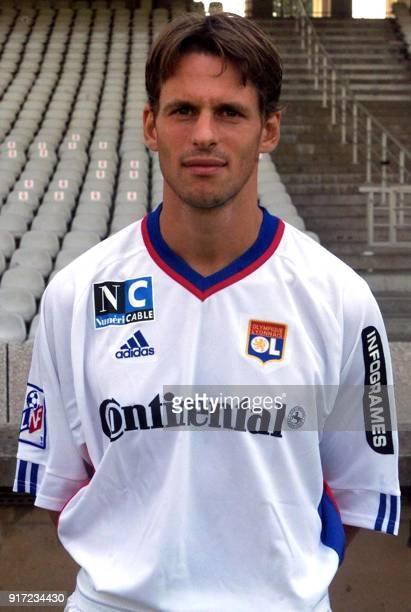 L'attaquant Frederic Née pose pour la photo officielle de l'équipe de l'Olympique Lyonnais qui disputera le championnat de France de football de D1...