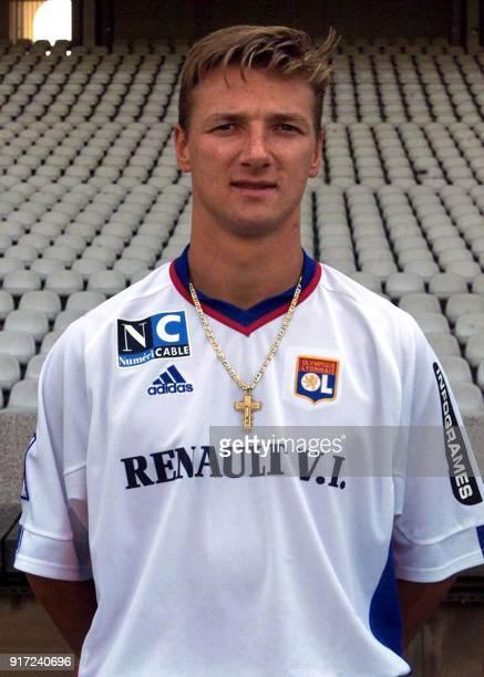 L'attaquant Tony Vairelles pose pour la photo officielle de l'équipe de l'Olympique Lyonnais qui disputera le championnat de France de football de D1...