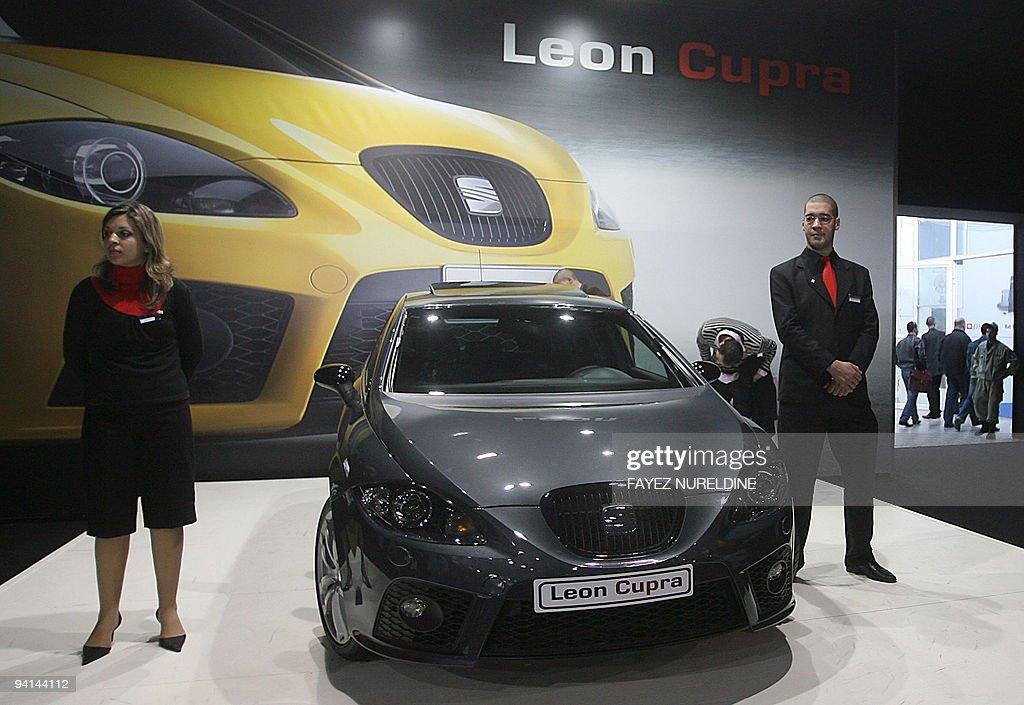 "Attendants stand near ""Seat Leon Cupra"" : News Photo"