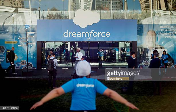 Attendees arrive for the DreamForce Conference in San Francisco, California, U.S., on Monday, Oct. 13, 2014. Salesforce.com Inc. Is entering a new...