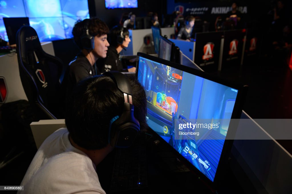 AOC Open Video Game Event As Japans Strict Anti-gambling Laws Limit eSports : News Photo