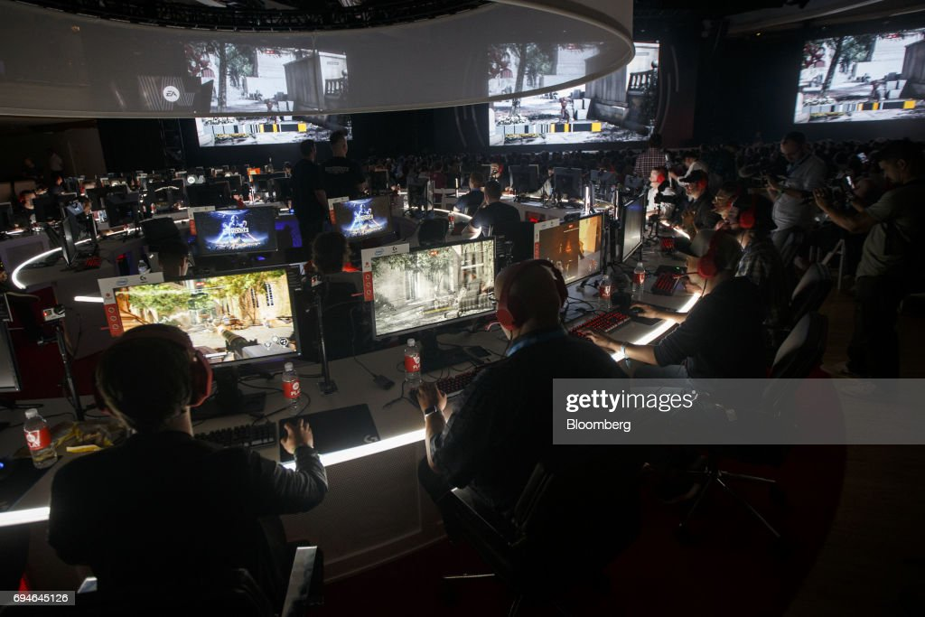 Attendees play the 'Star Wars: Battlefront II' video game during the Electronic Arts Inc. (EA) Play event ahead of the E3 Electronic Entertainment Expo in Los Angeles, California, U.S., on Saturday, June 10, 2017. EA revealed two new titles along with the annual iterations of the company's sports games, as well as unveiling the highly anticipated 'Star Wars: Battlefront II' open-world multiplayer gameplay. Photographer: Patrick T. Fallon/Bloomberg via Getty Images