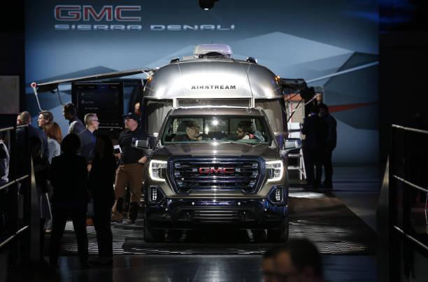 Foto 39 s en beelden van general motors co reveals the 2018 for Via motors truck price
