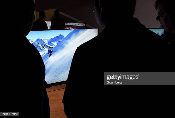 Attendees view Sony Corp 4K HDR televisions on display during the 2016 Consumer Electronics Show in Las Vegas Nevada US on Thursday Jan 7 2016 CES is...