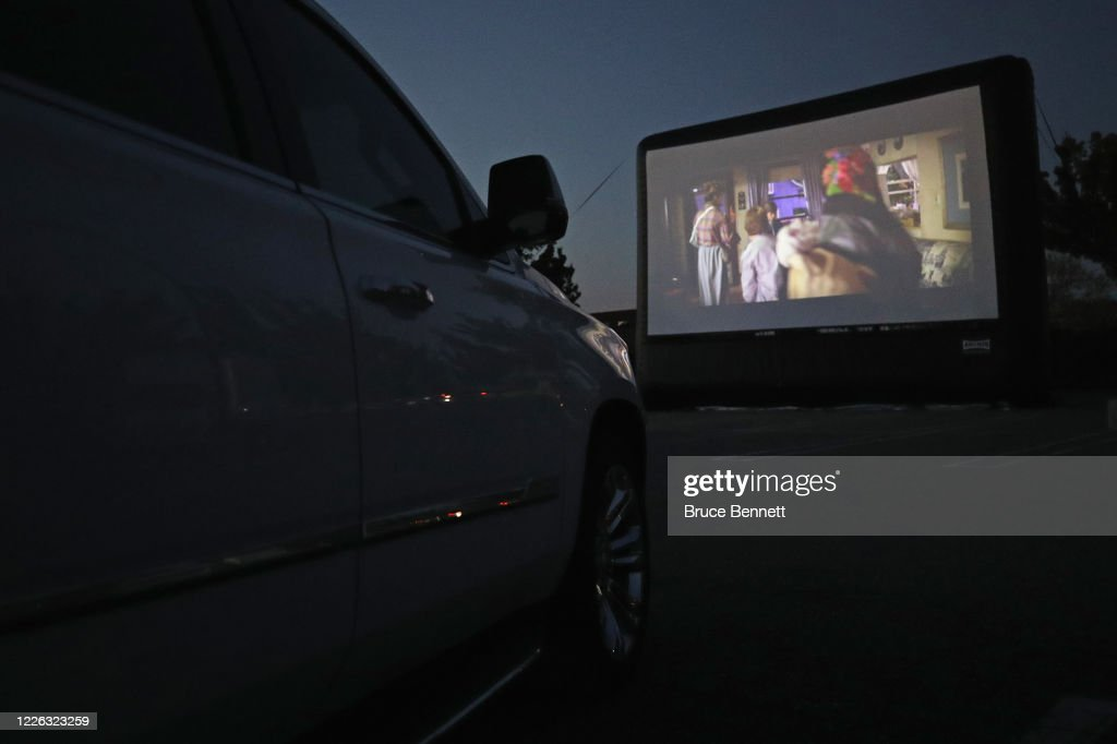 Long Island Mall Hosts Pop-Up Drive-In Movie Theater During Coronavirus Pandemic : News Photo