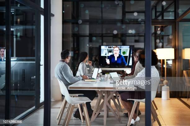 partecipare alla riunione in video - videoconferenza foto e immagini stock