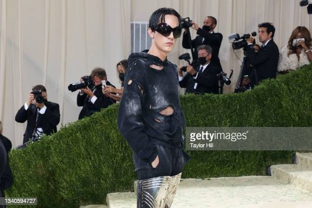 """Attends the 2021 Met Gala benefit """"In America: A Lexicon of Fashion"""" at Metropolitan Museum of Art on September 13, 2021 in New York City."""