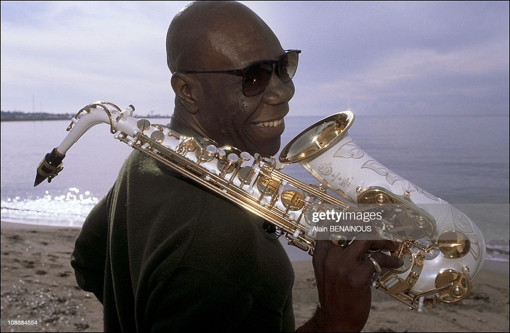 Manu Dibango Attends The Music Industry Trade Fair In Cannes, France On January 23, 1991. : Photo d'actualité