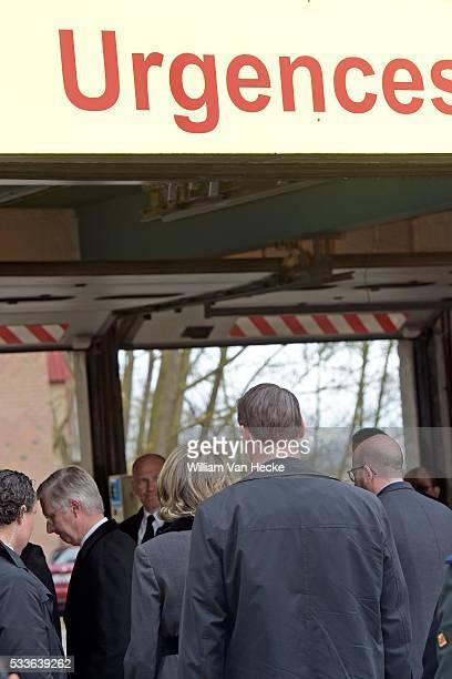 le Roi Philippe et la Reine Mathilde rendent visite aux victimes membres des services d'intervention et personnel soignant 'hôpital Erasme à...