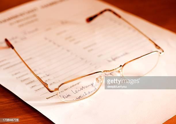 attestation- óculos no documento - boletim escolar imagens e fotografias de stock