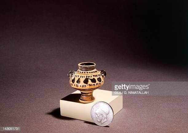 Attic psykter in miniature 550 BC blackfigure pottery Greece Greek Civilization 6th Century BC Athens Moussío Kikladikís Téhnis