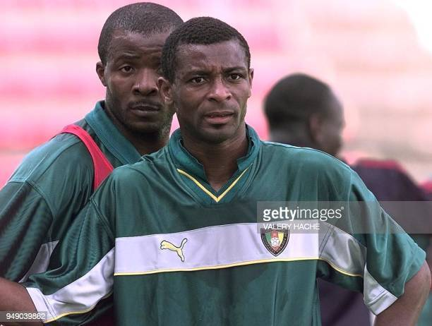 attitude de l'attaquant Francois Oman Biyik de l'équipe nationale de football du Cameroun lors de l'entraînement le 20 mai au stade de Rennes Le...