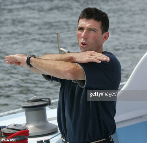 Attitude du français Thierry Dubois skipper du monocoque 'Solidaires' sur le pont de son bateau le 14 Septembre 2002 dans le port de New York Les 13...