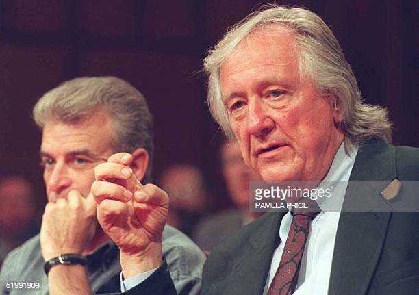 Attorney Gerry Spence sits with his client Randy Weaver 06 September on Capitol Hill during the first day of testimony before a Senate subcommittee...