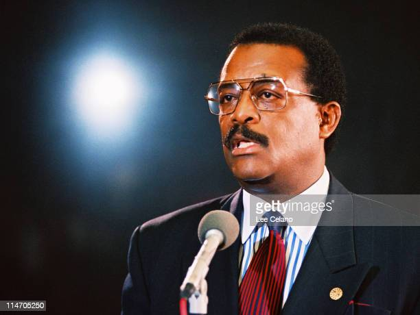 Attorney Johnnie Cochran addresses the media at a press conference following a pretrial hearing January 12 1995