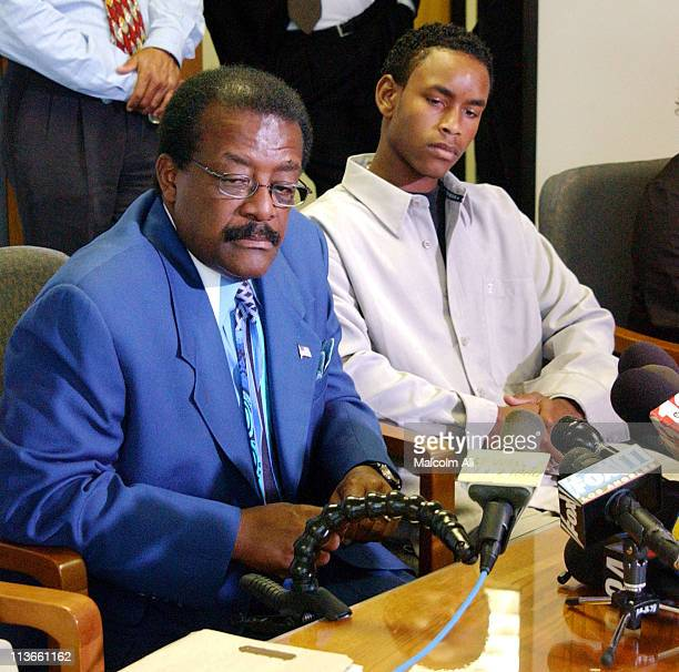 Attorney Johnnie Cochran and Donovan Jackson during Press Conference for Donovan Jackson victim of an alleged use of excessive force during a traffic...