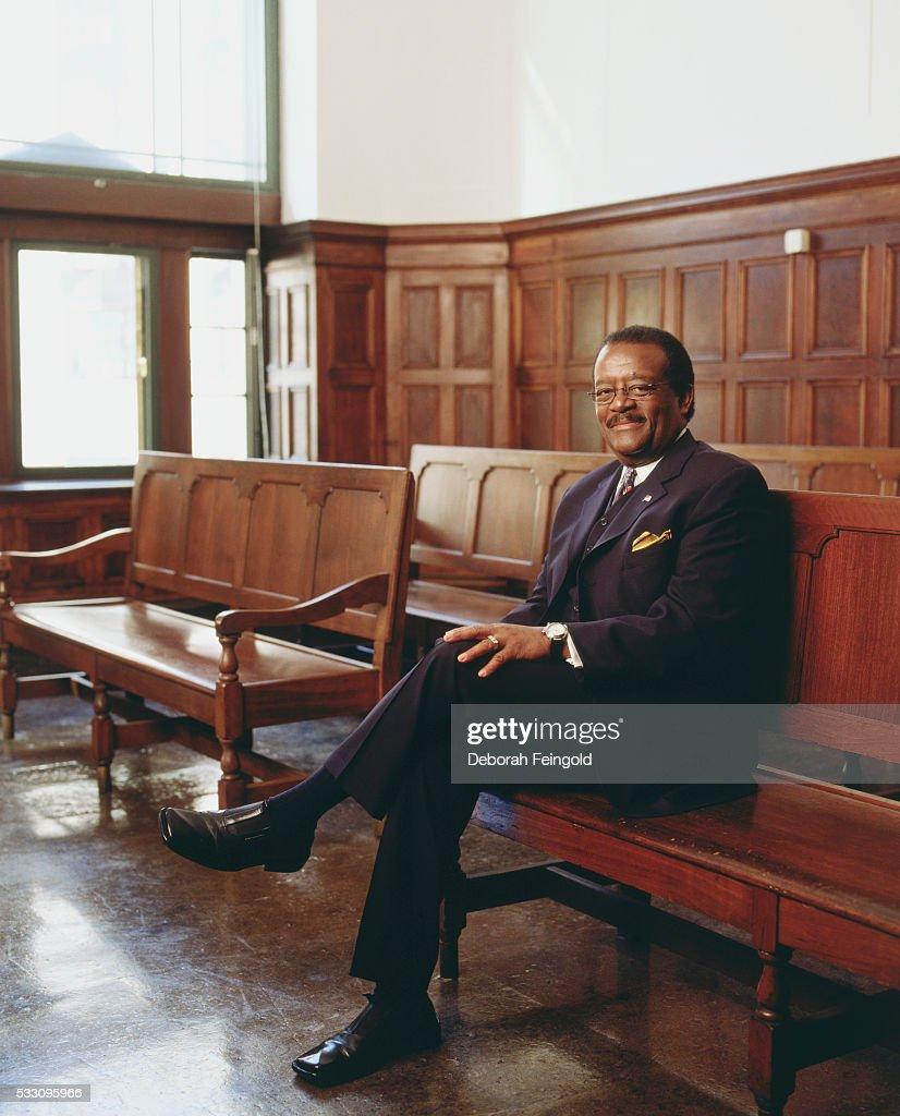 Attorney Johnnie Cochran in Courtroom : Foto jornalística