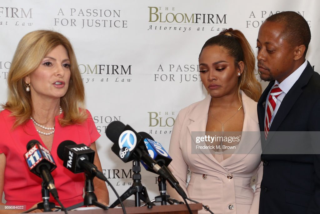 Teairra Mari And Her Attorneys Lisa Bloom And Walter Mosely Hold Press Conference About New Legal Action Against 50 Cent And Akbar Abdul-Ahad : News Photo
