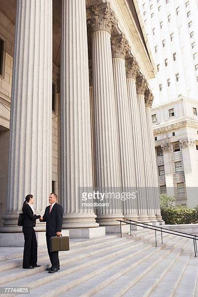 attorneys shaking hands on courthouse steps - 法律関係の職業 ストックフォトと画像