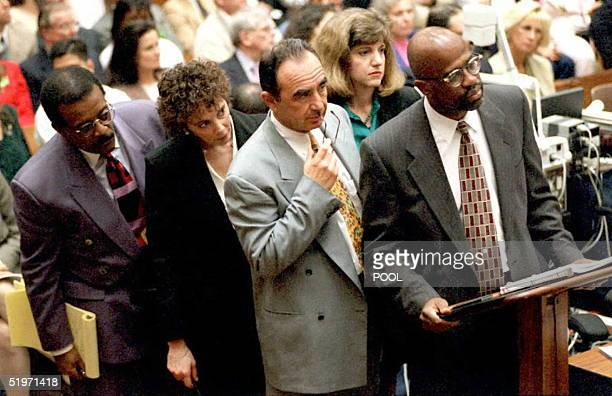 Attornys in the OJ Simpson murder trial Johnnie Cochran Jr Marcia Clark Robert Shapiro Cheri Lewis and Christopher Darden look at a map of the...