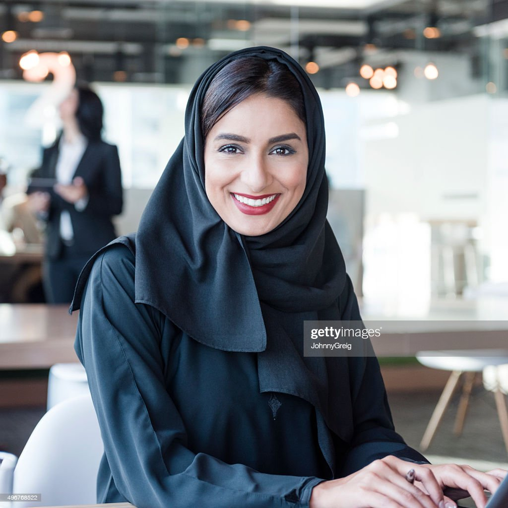 Mature (hacer) no hijab