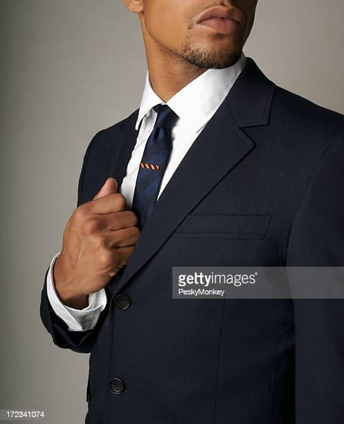 Attraktive Geschäftsmann Afrikanischer Herkunft in edlen marineblauen Anzug Nahaufnahme