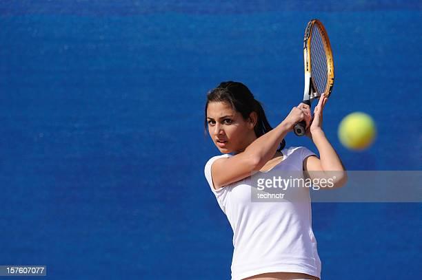 魅力的な女性テニスプレーヤー