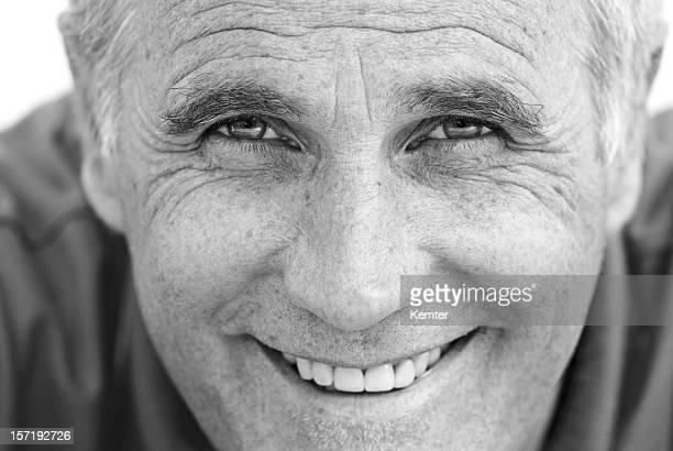 attraktiver mann lächelnd - aktmodell mann stock-fotos und bilder