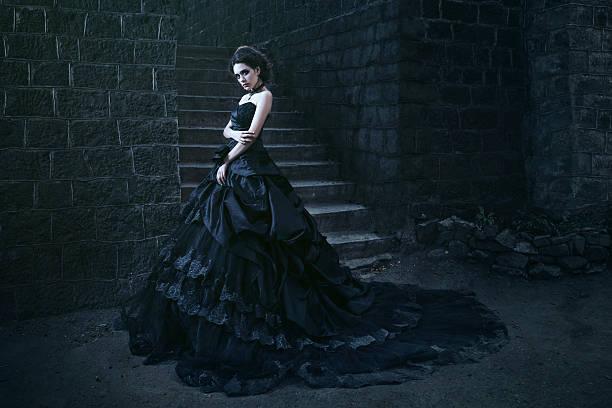 Suggestions culturelles Attractive-woman-in-black-dress-picture-id512804206?b=1&k=6&m=512804206&s=612x612&w=0&h=fiujwQyeKn9v_jmSPkTApuC9oQ1Z5d-s_7enwsaxMS0=