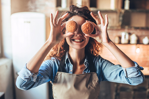 Attractive woman on kitchen. 883100428