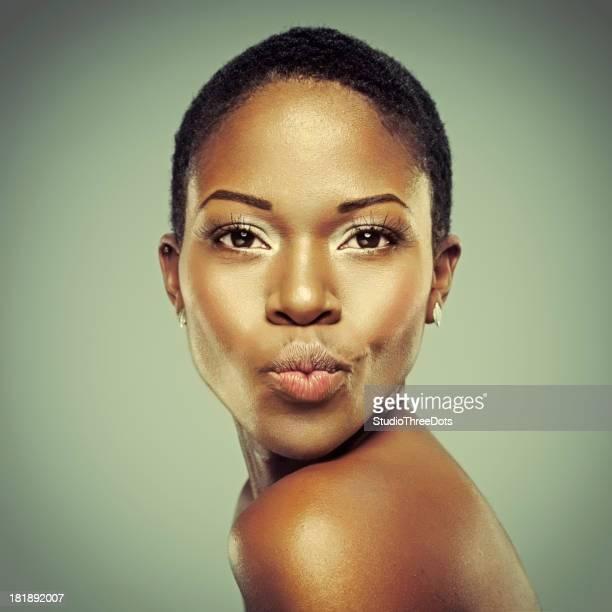 attractive young african woman - bruine ogen stockfoto's en -beelden
