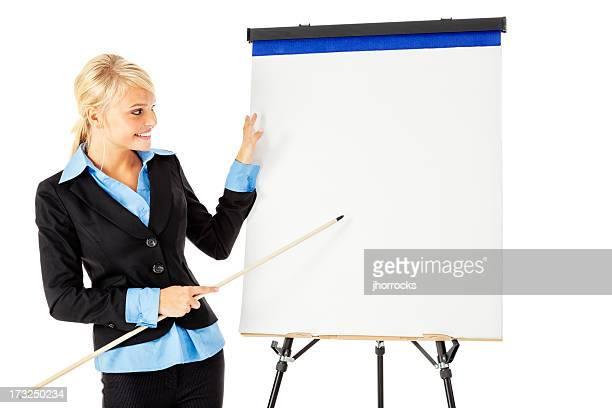 Attractive Young Businesswoman Presenting con bloc de dibujo
