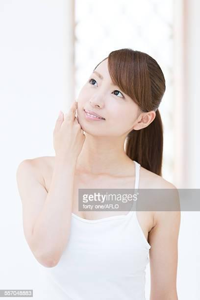 attractive young girl portrait - estetista foto e immagini stock