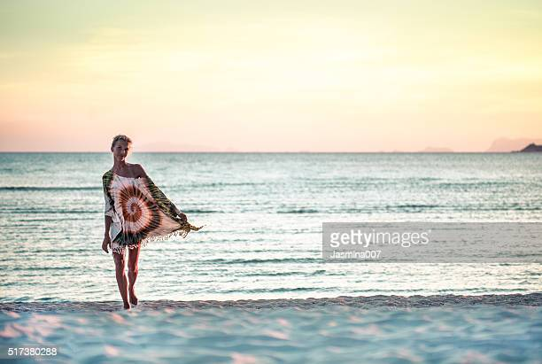 Attraktive junge Frau Sie am Strand