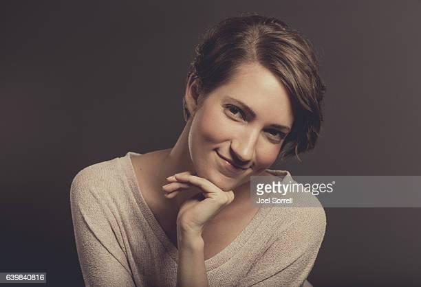Attraktive junge Frau, Blick in die Kamera