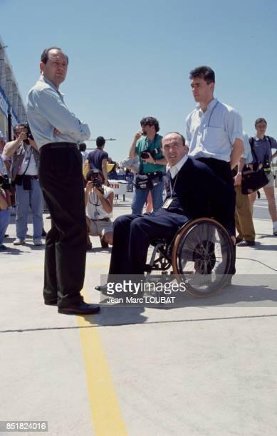 Au centre Frank Williams, fondateur et propriétaire de l'écurie Williams, et l'homme d'affaires britannique Ron Dennis à gauche lors du Grand Prix...