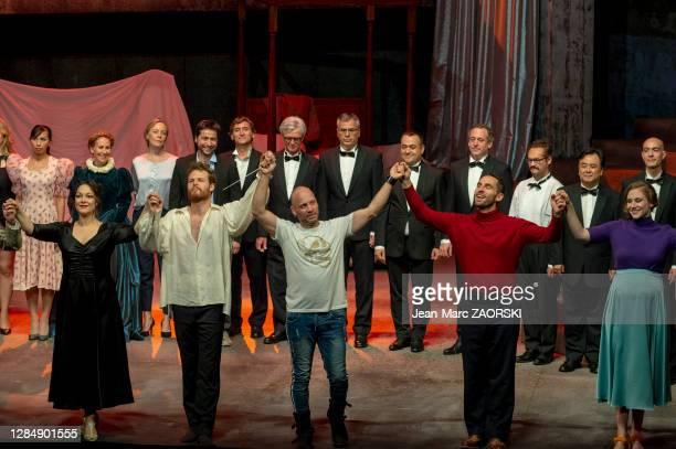 Au centre le chef d'orchestre italien Stefano Montanari et, de gauche à droite, la soprano italienne Eleonora Burrato , le baryton-basse canadien...