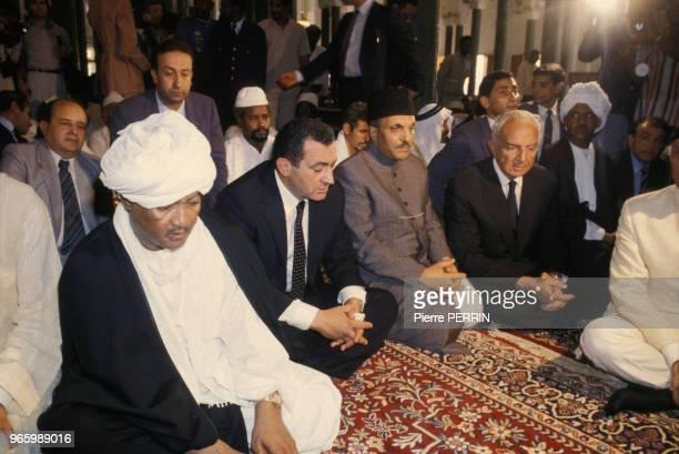 Au centre le préident egyptien Hosni Moubarak lors des obsèques du présient guinéen Ahmed Sékou Touré au mausolée de Camayenne le 30 mars 1984 à...