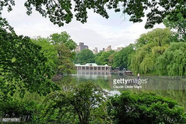 Au milieu de central park se trouve un petit lac artificiel, non loin de la fontaine Bethesda. Il y a même des gondoles! In the center of Central...