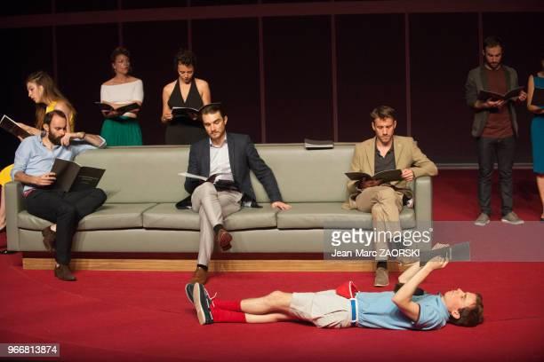 Au premier plan Garlan Le Martelot dans « Trilogie du revoir » une pièce de Botho Strauss avec Lucas Bonnifait Valentin Boraud Anthony Boullonnois...